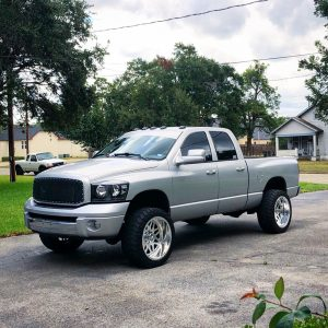 "2006 Dodge Ram 2500 with 2"" Leveling kit"