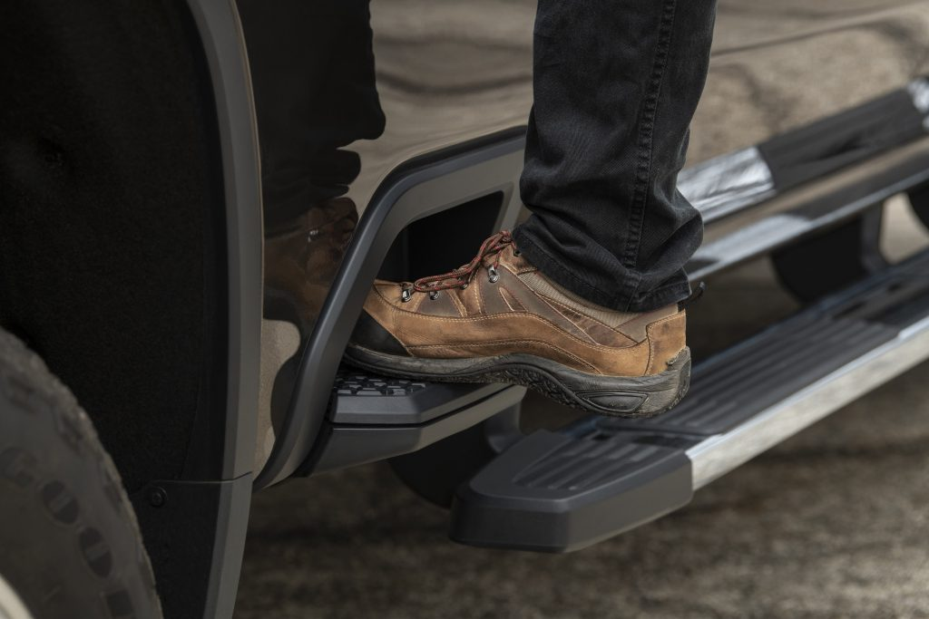 2020 Chevrolet Silverado 2500 HD bed step